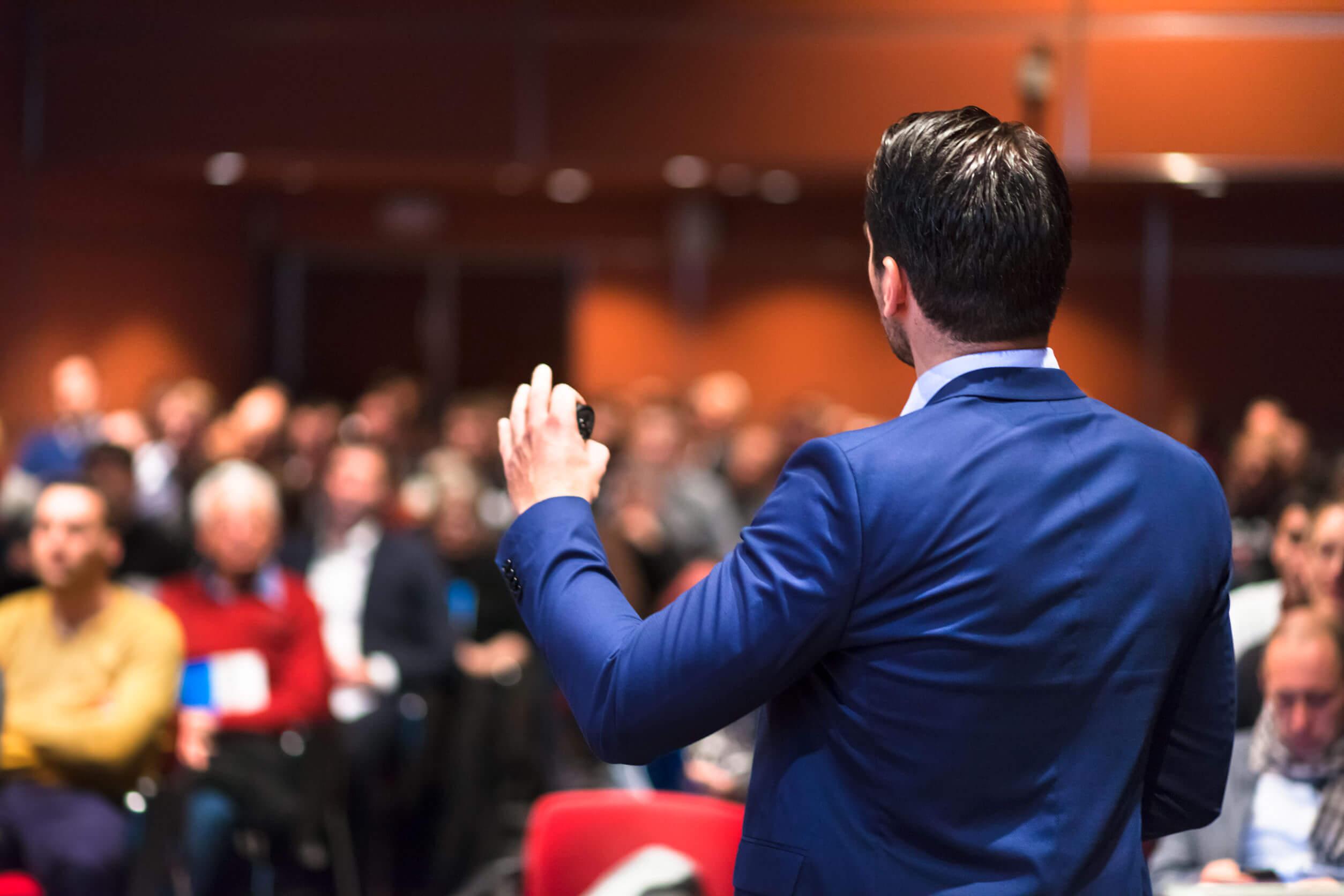 Spark din salgsafdeling i gang med en peptalk eller et foredrag med Jacob Handberg